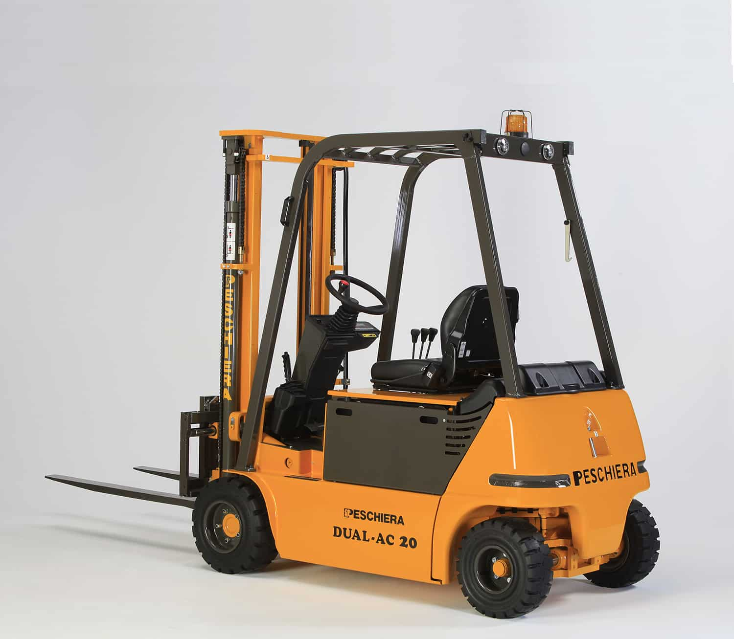 Dual AC 4-wheeled forklift 2 tons